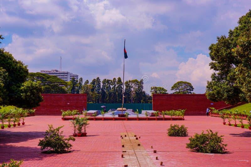Nationale Flagge Bangladeschs. Die Flamme ist ewig, Freedom Square, Shabagh-Dhaka-Bangladesch lizenzfreies stockbild