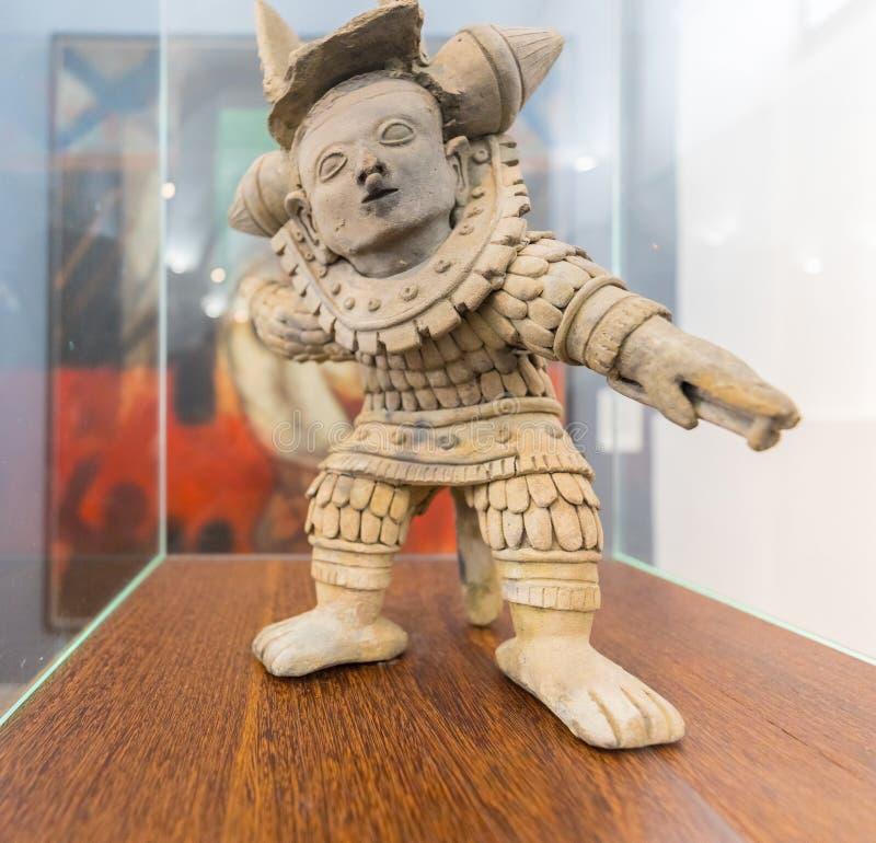 Nationale het Museum ceramische vertegenwoordigende strijder van Bogota in een positie van strijd die in Narino Colombia wordt ge royalty-vrije stock foto's