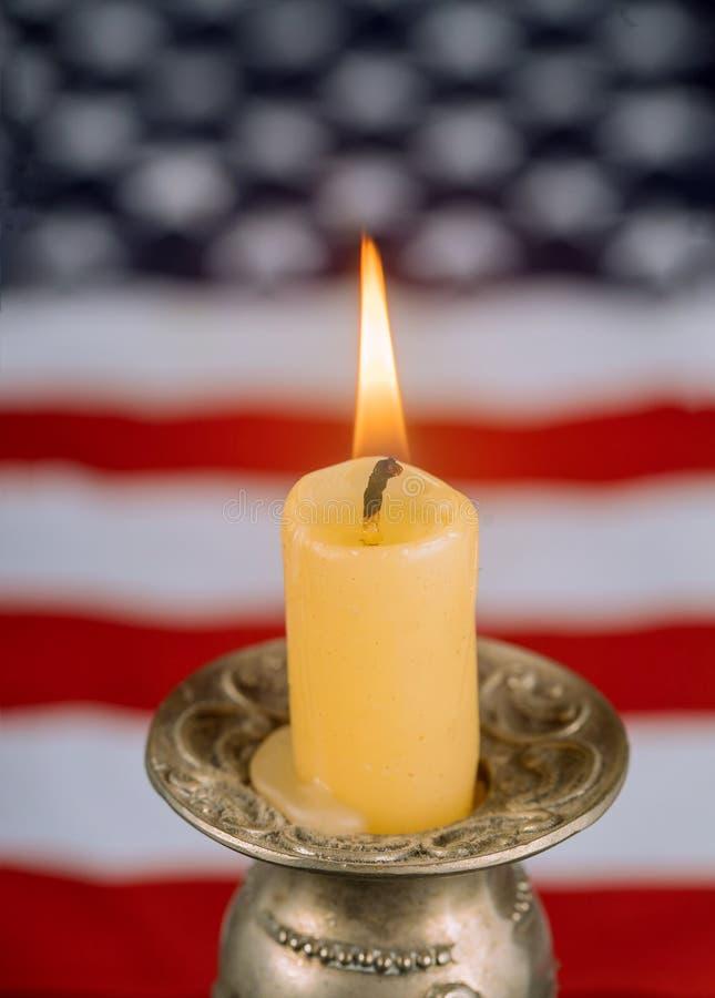 Nationale Patriottische symbolen Amerikaanse vlag op kaars van geheugen stock afbeelding