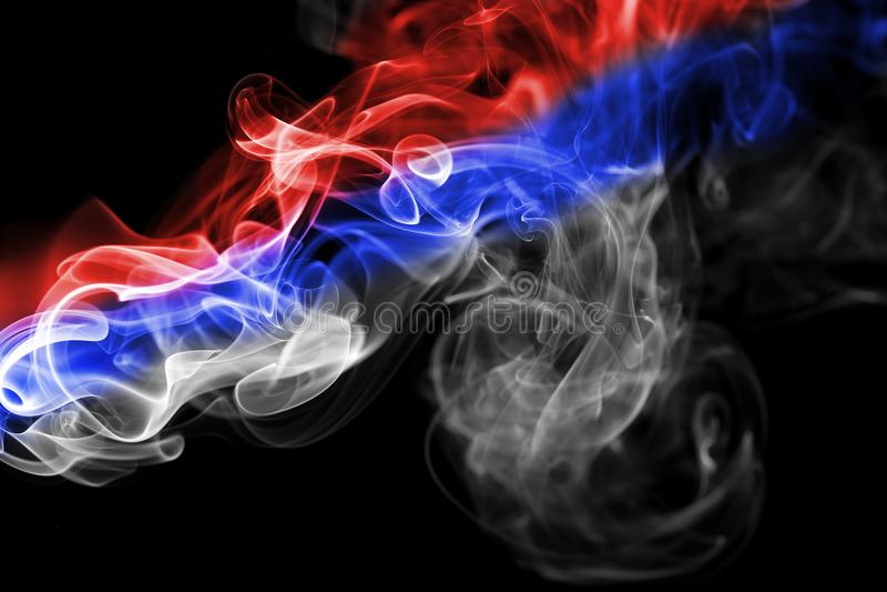 Nationale Rauchflagge Serbiens lizenzfreie stockbilder