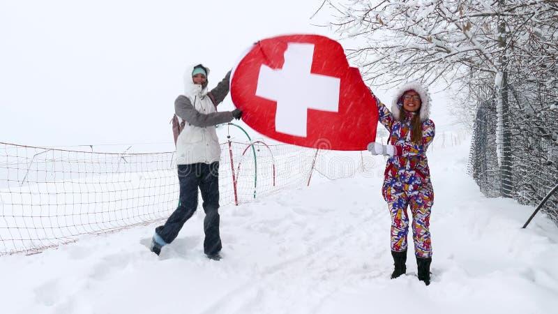 Nationale vlag die van Zwitserland in de wind golven stock afbeelding