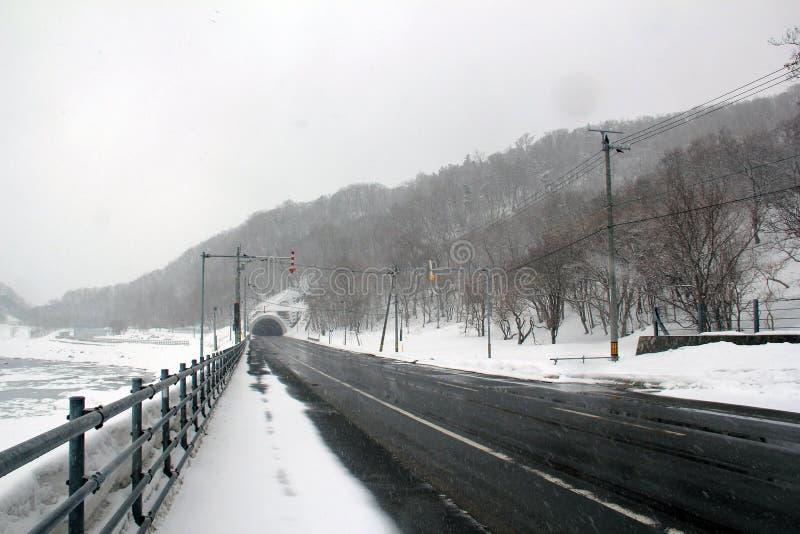 Nationale Weg in Shiretoko Hokkaido, Japan stock foto's