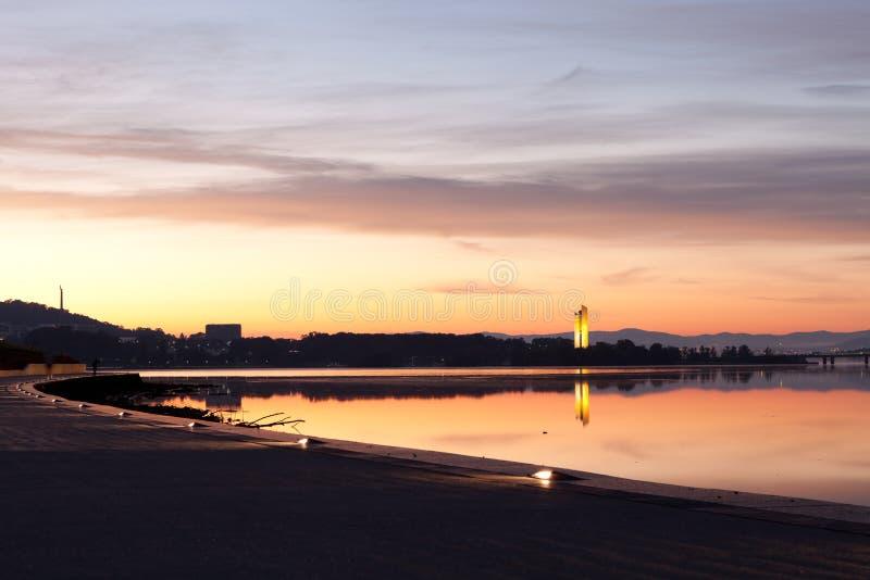 Nationaler Carillion Morgen-Sonnenaufgang Canberra- stockbilder
