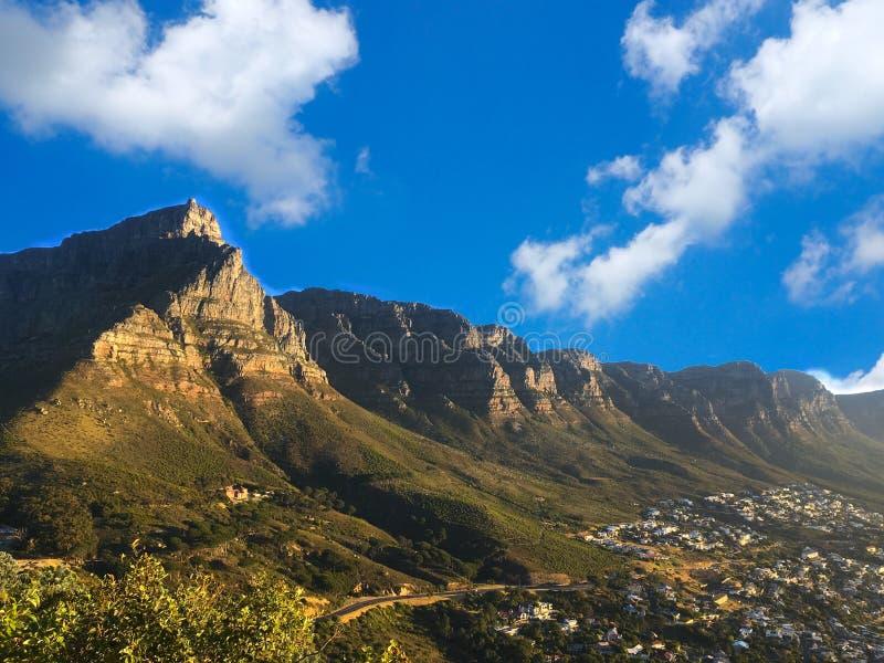 Nationaler Parkblick des Tafelbergs nahe Stadt stockbild