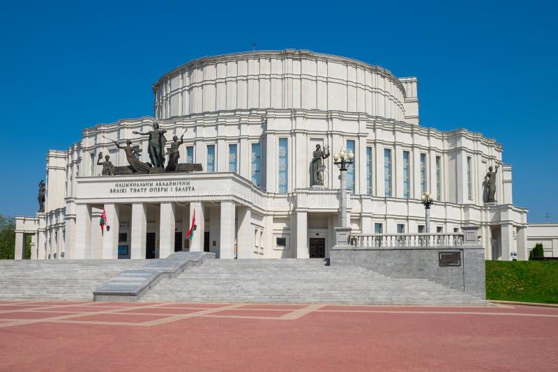Nationales Opern-und Ballett-Theater im Frühjahr, Minsk, Weißrussland stockfotos