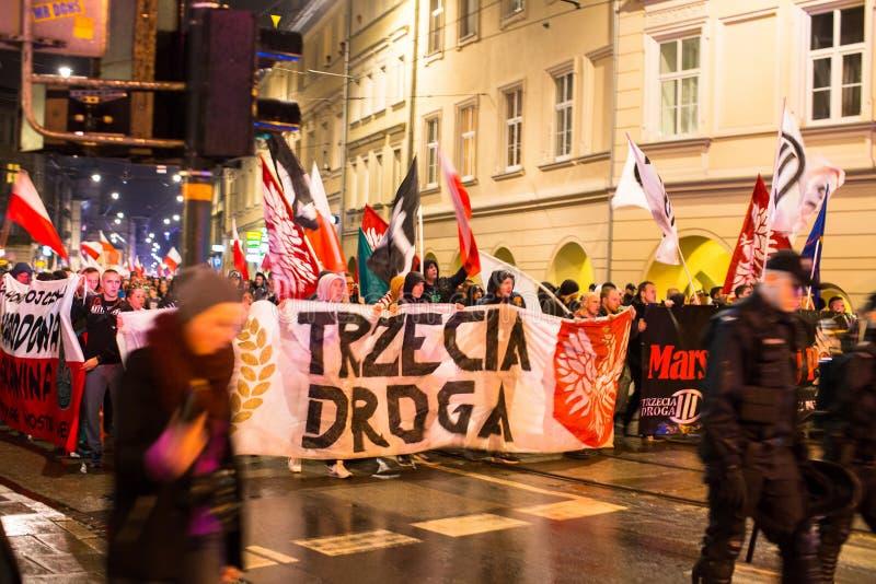 Nationalistprotest i mitt av Krakow Omkring 3 000 personer tog delen i mars av fria Polen fotografering för bildbyråer