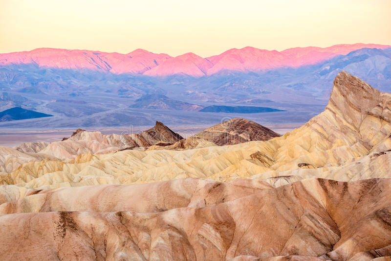 Nationalpark Death Valley - Zabriskie-Punkt bei Sonnenaufgang lizenzfreie stockfotografie