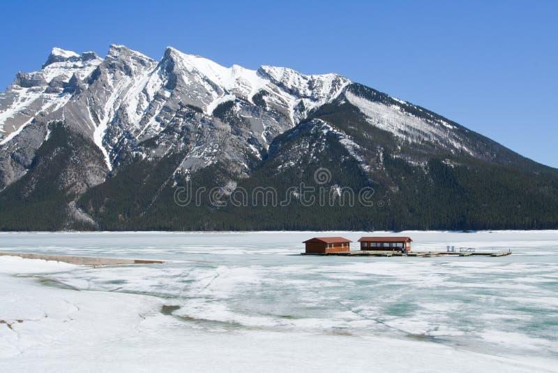 nationalpark för banff Kanada lakeminnewanka arkivfoto