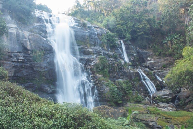 Nationalpark för inthanon för Wachirathan vattenfalldoi, Chomthong Chiang Mai fotografering för bildbyråer