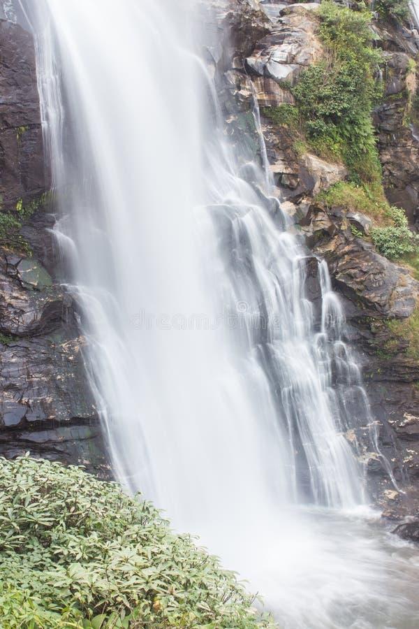 Nationalpark för inthanon för Wachirathan vattenfalldoi, Chomthong Chiang Mai royaltyfri bild