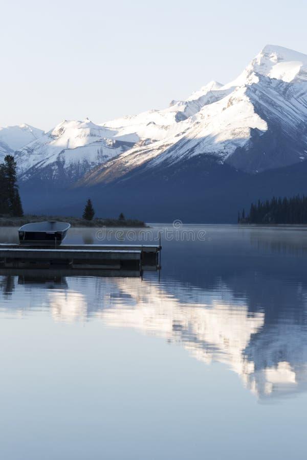 nationalpark för maligne för Kanada jasperlake arkivbild