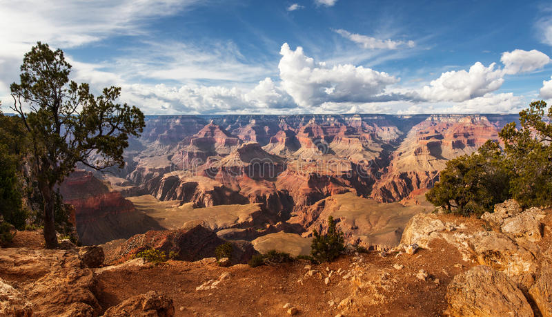 Nationalpark szenische Ansicht Grand Canyon s, Arizona, USA Panoramalandschaftssonniger Tag mit blauem Himmel stockbild