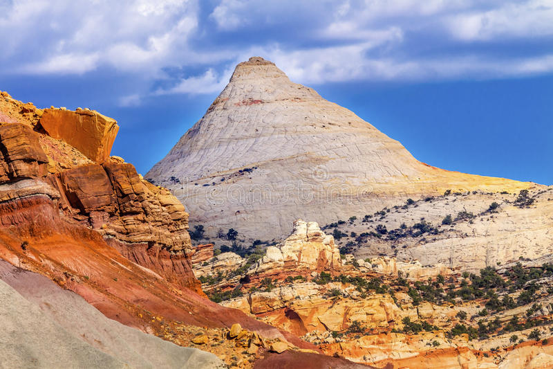 Nationalpark Utah för rev för Kapitolium för berg för Kapitoliumkupolsandsten royaltyfria bilder