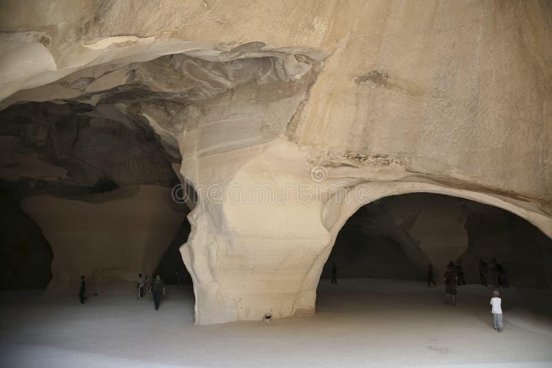 Nationalparken av Beit Guvrin Mareshah Ingången till de Klocka grottorna royaltyfri fotografi