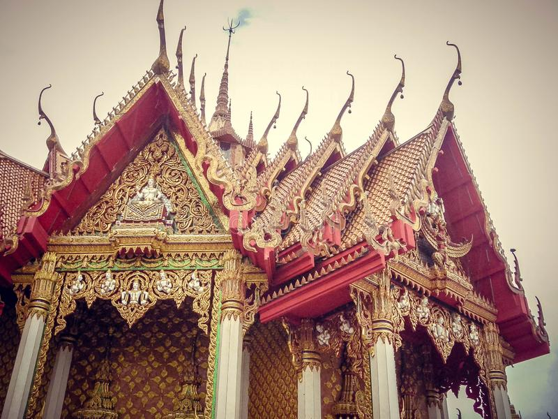 Nationell byggnad i Thailand med höga maxima Turism royaltyfria foton