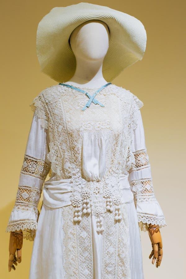 Nationell klänning på en skyltdocka royaltyfria foton