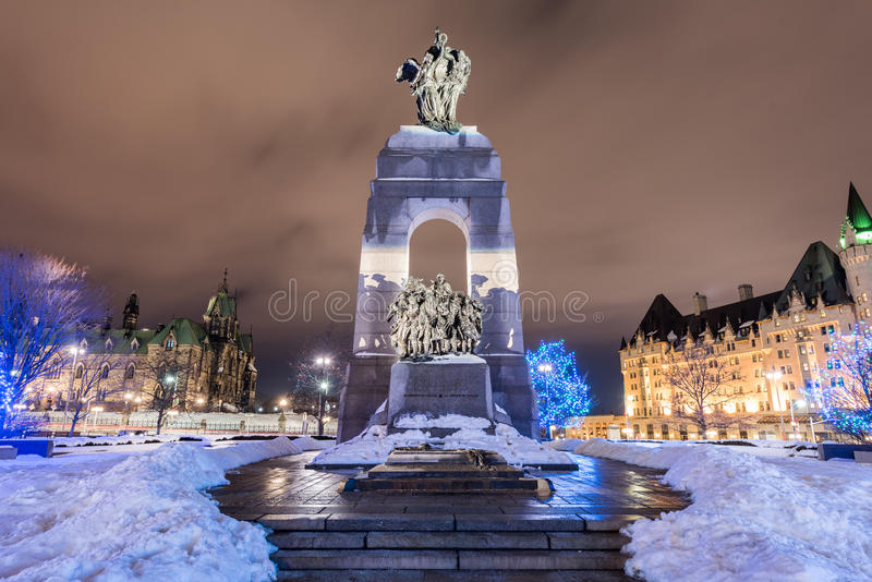Nationell krigminnesmärke - Ottawa, Kanada arkivbilder