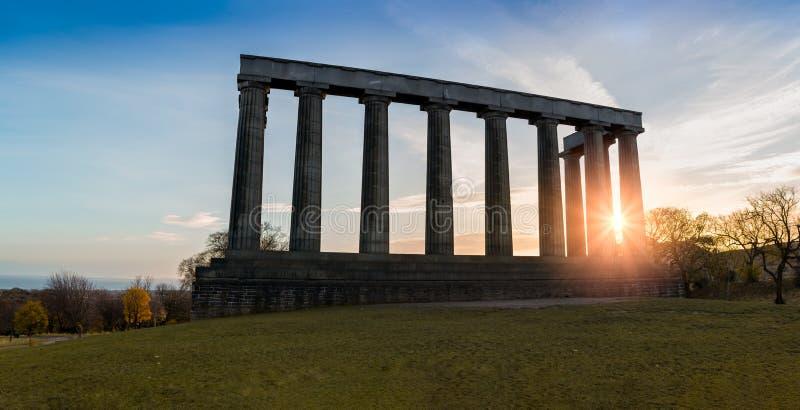 Nationell monument av Skottland överst av kullen för Edinburg` s Calton royaltyfria foton