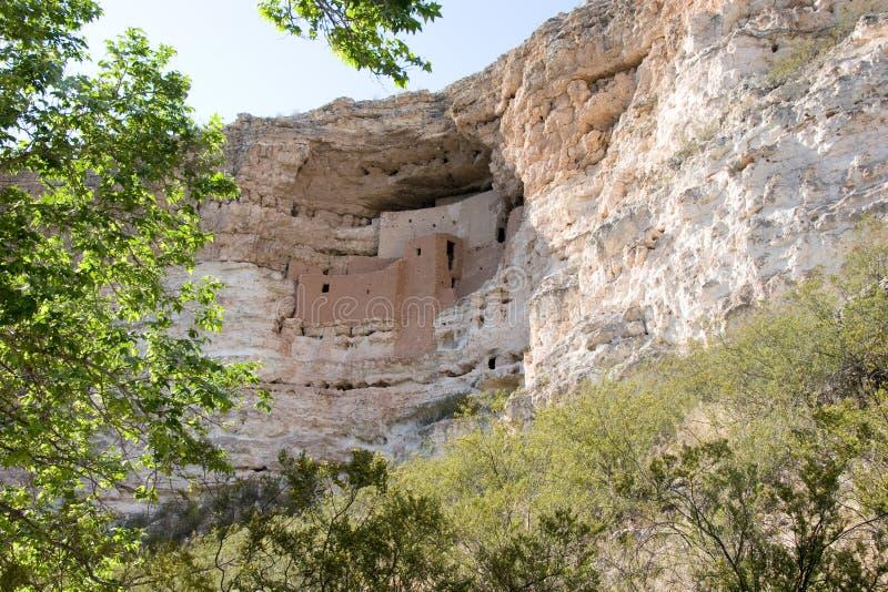 Nationell monument för Montezuma slott, nära lägret Verde, Arizona royaltyfri fotografi