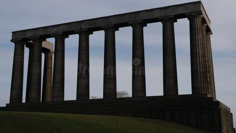 Nationell monument i den Calton kullen över blå himmel, Edinburg, Skottland royaltyfria bilder