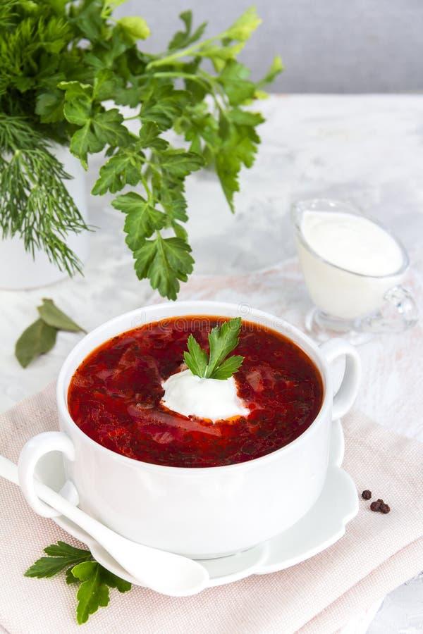 Nationell röd soppaborsch för ukrainare och för ryss royaltyfri foto