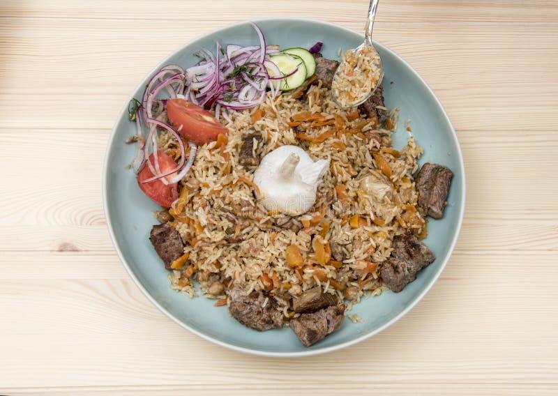 Nationell uzbekisk pilaff med kött royaltyfria bilder