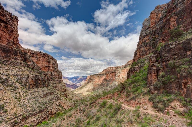 Nationella park-S Kant-ljusa Angel Trail för AZ-tusen dollar kanjon royaltyfria bilder
