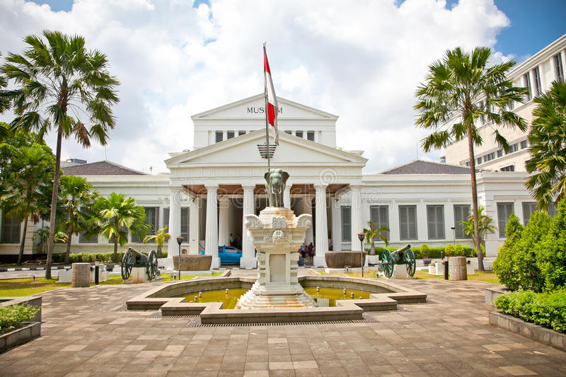 Nationellt museum på den Merdeka fyrkanten i Jakarta, Indonesien. royaltyfria foton