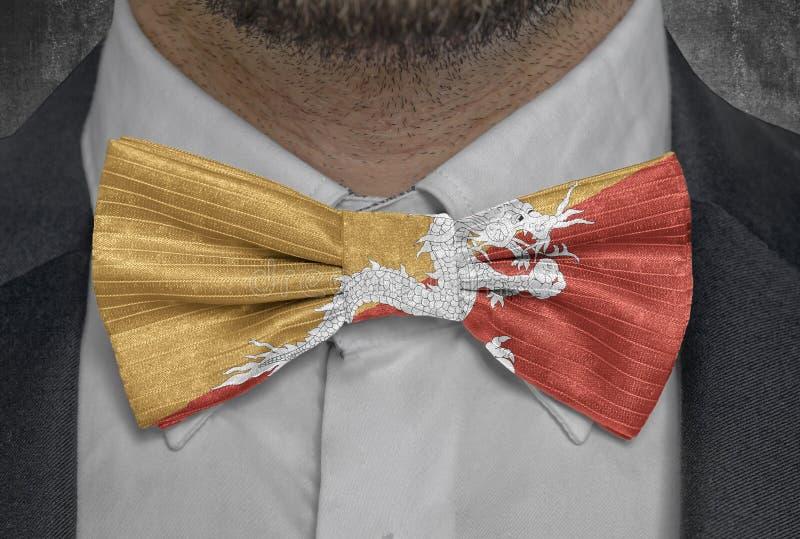 Nationsflagga av Bhutan på dräkt för bowtieaffärsman royaltyfri fotografi