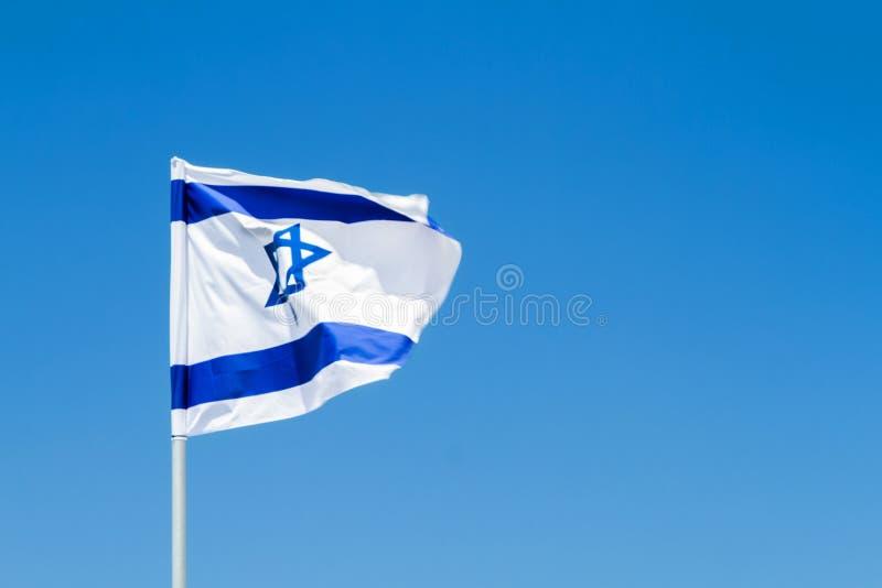 Nationsflagga av Israel i vinden royaltyfri bild
