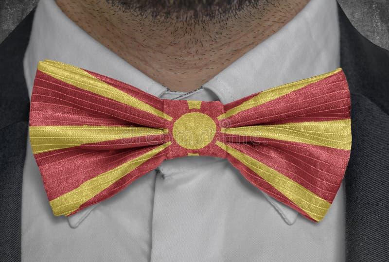 Nationsflagga av Makedonien på dräkt för bowtieaffärsman royaltyfri foto