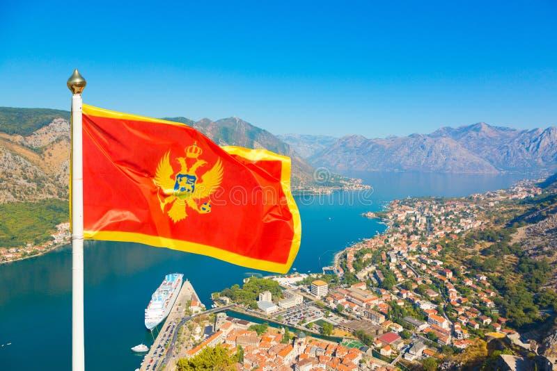 Nationsflagga av Montenegro vågor i den Boka Kotorska fjärden, Monteneg fotografering för bildbyråer
