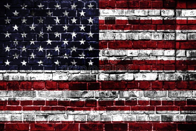 Nationsflagga av USA på en tegelstenbakgrund fotografering för bildbyråer