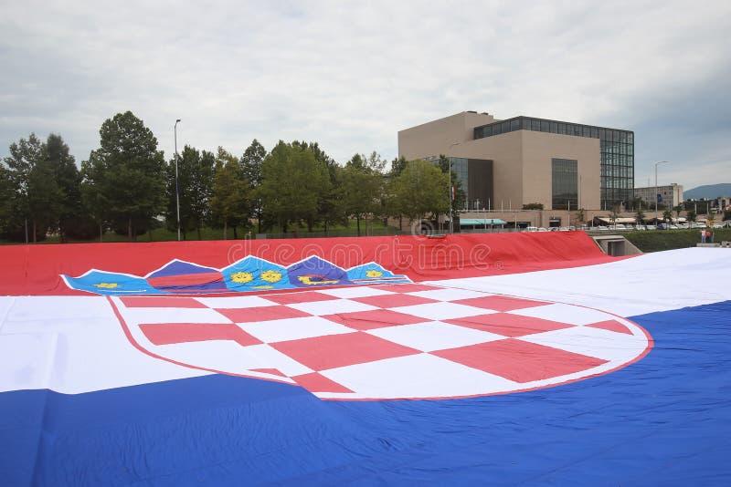 Nationsflagga på välkomnandehemceremoni arkivbilder
