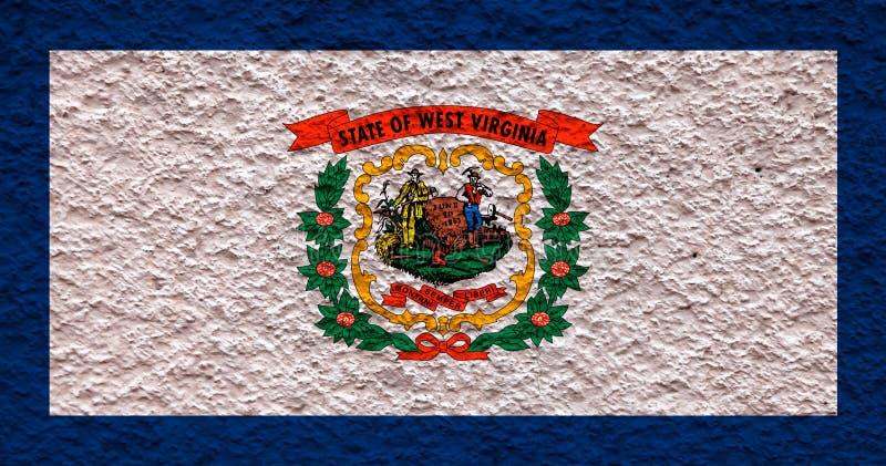 Nationsflaggan av USA-staten West Virginia in mot en grå vägg med stenig yttersida på dagen av självständighet i blått och stock illustrationer
