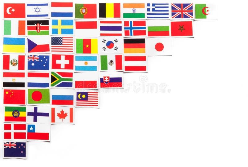 Nationsflaggor av de olika länderna av världen som diagonalt lokaliseras på vänstra sidan royaltyfri bild