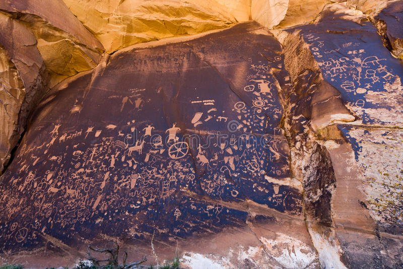 Native American Petroglyphs Newpaper Rock In Utah Royalty Free Stock Photography