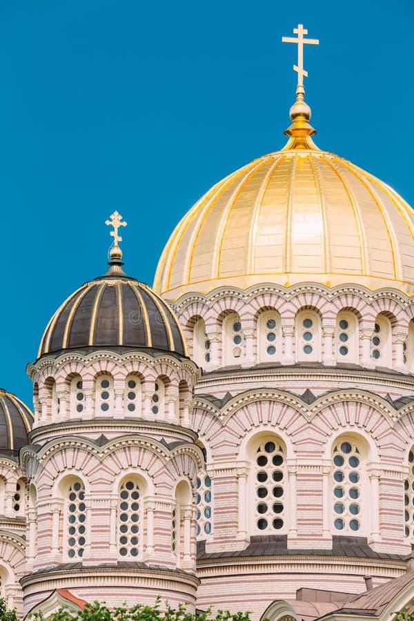 Nativité de Riga de la cathédrale du Christ - église célèbre sur ensoleillé bleu images libres de droits