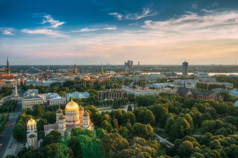 Nativité de Riga de la cathédrale du Christ - église célèbre sur ensoleillé bleu image stock