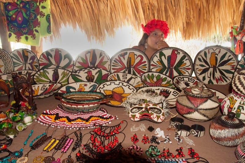 Nativo americano dalla tribù di Embera Tusipono, Panama immagine stock