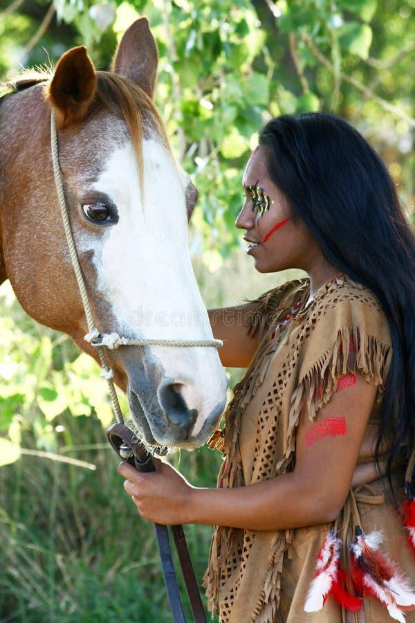 Nativo americano e seu cavalo imagens de stock royalty free