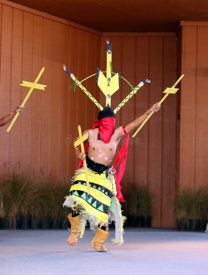 Nativo americano que baila 5 imagen de archivo