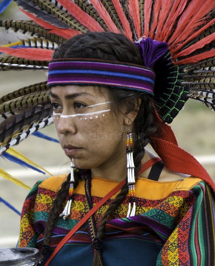 Nativos americanos e outros povos indígenas marcham em protesto por uma instalação privada de detenção de imigração em Aurora, CO fotos de stock