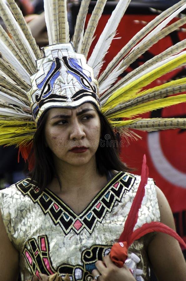Nativos americanos e outros povos indígenas marcham em protesto por uma instalação privada de detenção de imigração em Aurora, CO imagens de stock royalty free