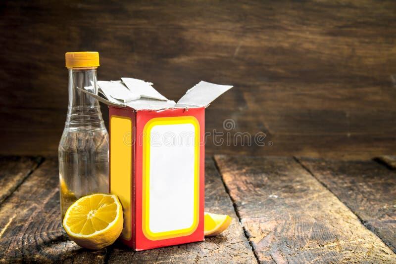 Natriumbikarbonat med vinäger och citronen royaltyfri foto