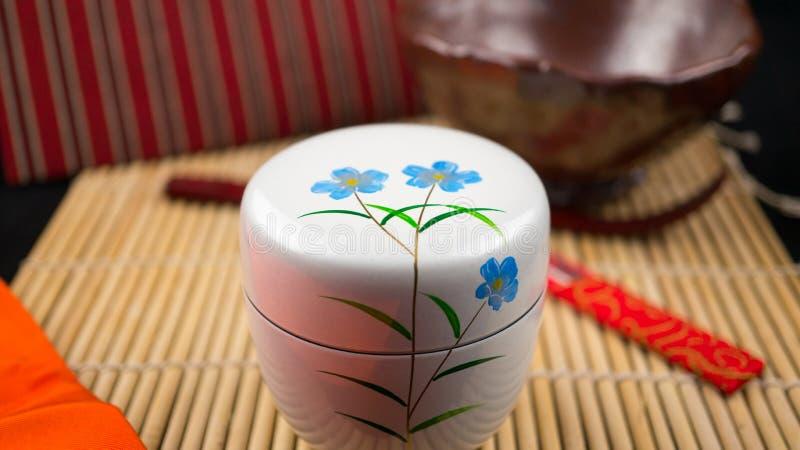 Natsume e ferramentas brancos fotografia de stock royalty free