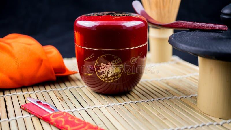 Natsume e ferramentas vermelhos fotografia de stock royalty free