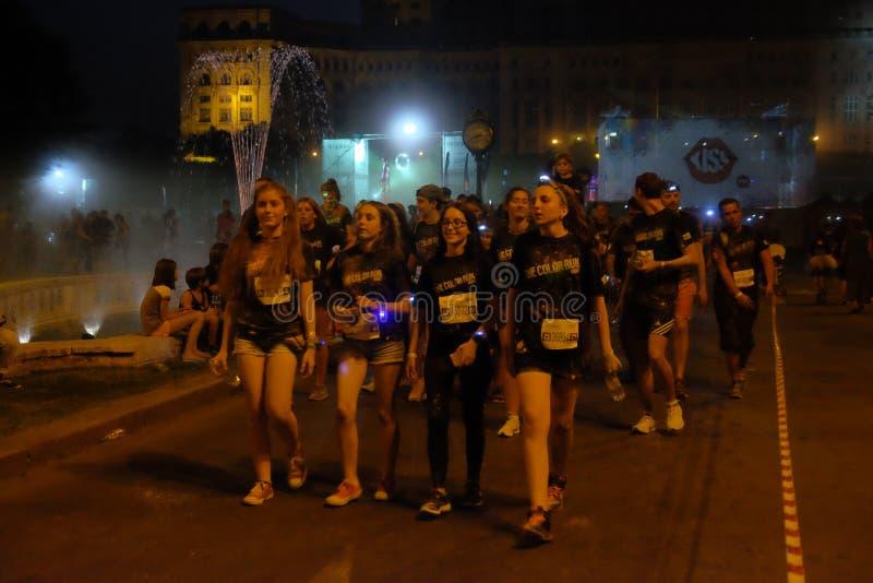 Natt för Bucharest färgkörning royaltyfri foto