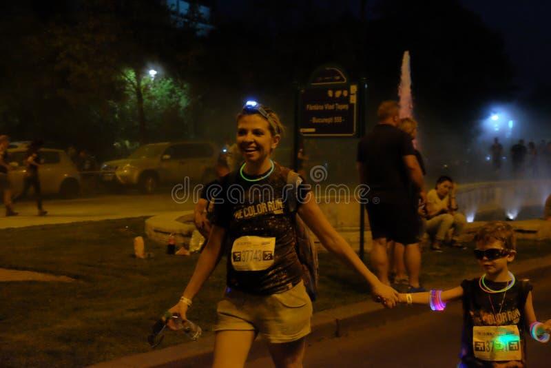 Natt för Bucharest färgkörning fotografering för bildbyråer