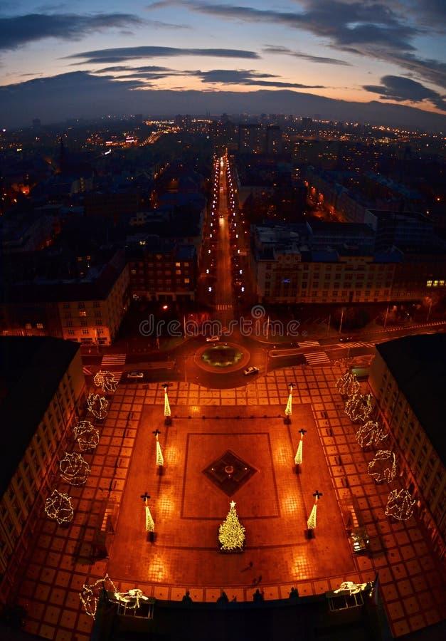 Natt för Ostrava Tjeckienstadshus arkivbild